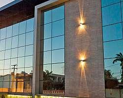 Fachada de vidro residencial