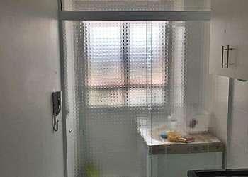 Porta de vidro na cozinha