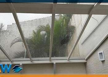 Box de vidro até o teto