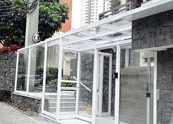 Bloco de vidro na fachada